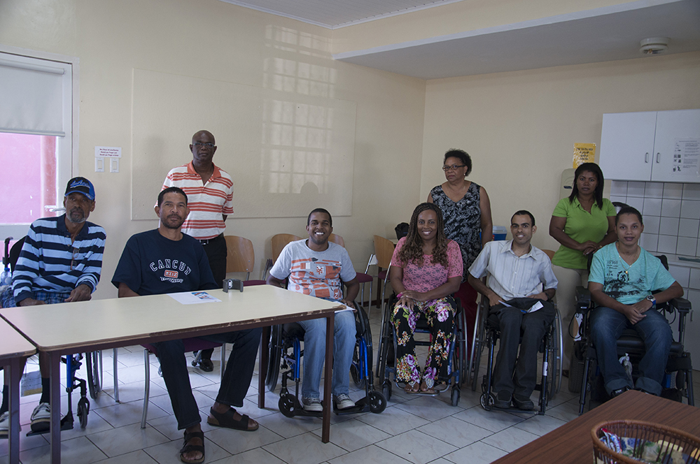 How many people are there in Curaçao with a spinal cord injury?